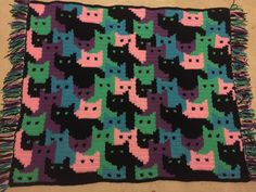 Crochet Afghan Patterns Cats Afghan - Free Pattern More - Cats AfghanThis crochet pattern / tutorial is available for free. Unique Crochet, Cute Crochet, Crochet For Kids, Crochet Crafts, Crochet Baby, Crochet Projects, Knit Crochet, Yarn Projects, Crochet Afgans