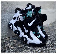 Cute Nike Shoes, Cute Sneakers, Nike Air Shoes, Sneakers Nike, Winter Sneakers, Nike Trainers, All Black Nike Shoes, Nike Boots, Shoes Jordans
