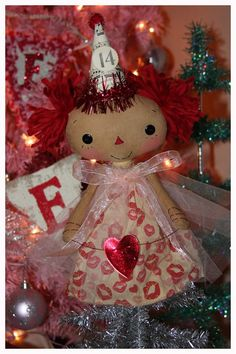 Raggedy Old Annies. All dressed up for Valentines..(100% cuteness!).....