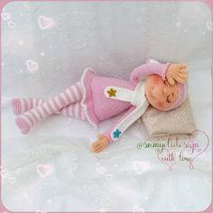 Samyelinin Örgüleri: Sonia the Sleeping Doll (Free English Pattern) Doll Amigurumi Free Pattern, Crochet Dolls Free Patterns, Amigurumi Doll, Crochet Toys, Free Crochet, Link Hat, Baby Marvel, Knitted Dolls, Single Crochet