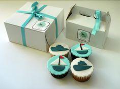 Cupcakes temáticos: corporativos. Diseñados especialmente para regalos de empresa basados en su logo y colores corporativos.