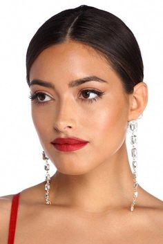 Vintage Hairstyles For Prom Gold 9 Tier Gem Earrings - Shine bright from ears to toes. These glamorous earrings feature nine square shaped gemstones in varying sizes with gold metal links. Includes a post back. Wedding Makeup Tips, Natural Wedding Makeup, Wedding Makeup Looks, Bride Makeup, Natural Makeup, Elegant Wedding Hair, Short Wedding Hair, Wedding Hairstyles With Veil, Makeup Designs