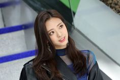 Find images and videos about kpop, itzy and yuna on We Heart It - the app to get lost in what you love. Kpop Girl Groups, Kpop Girls, K Pop, Rapper, Jeon Somi, New Girl, K Idols, South Korean Girls, Cool Girl