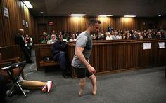 Pistorius caminha sem as próteses em audiência em busca de clemência