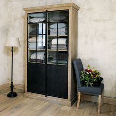 Recycled wood display case W . Metal Furniture, Industrial Furniture, Wood Display, Kiefer, Recycled Wood, Home Staging, Rustic Chic, Bathroom Interior, China Cabinet