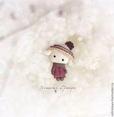 Купить Овечка Брошь - брусничный, барашки, брошь овечка, брошь из полимерной глины, зима, Снег