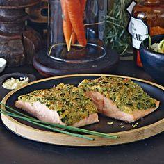 Vor allem mit Lachs ist dieses Gericht der pure Genuss. Hier geht es zum Rezept für Fisch unter der Kräuterkruste.