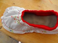 Snickerdoodle: cozy slipper tutorial-- part making your slippers Sewing Techniques, Sewing Hacks, Different Styles, Diy Fashion, Slippers, Cozy, Make It Yourself, Crochet, How To Make
