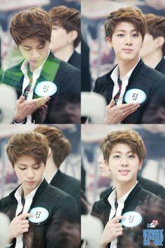 Jin <3 what a piece of cutieeeee SAKIN KA NALANG PLEASE. WAAAAAAH