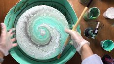 ( 101 ) Acrylic pouring spinning on a round canvas