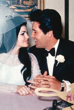 Priscilla Presley Reveals Final Conversation With Ex-Husband Elvis Presley, Just Days Before His Death Lisa Marie Presley, Priscilla Presley Wedding, Elvis Y Priscilla, Celebrity Couples, Celebrity Weddings, Elvis Presley Family, 1. Mai, Goldie Hawn, Love Is In The Air