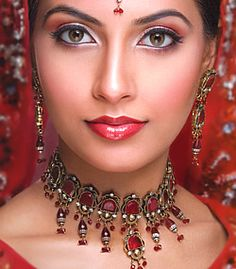 J681 Traditional Pakistani Indian Bridal Evening Party Jewellery in Green Street, London Evening
