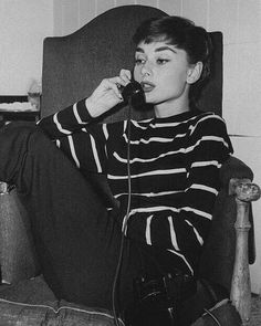 Audrey Hepburn is the ultimate style icon Audrey Hepburn Outfit, Audrey Hepburn Pixie, Audrey Hepburn Eyebrows, Audrey Hepburn Fashion, Aubrey Hepburn, Classic Hollywood, Old Hollywood, Hollywood Fashion, Mode Inspiration