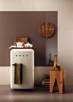 So cute white smeg fridge in country style kitchen. So beautiful red smeg fridge in white kitchen. Decor, Smeg, House Design, Mini Fridge, Kitchen Inspirations, Retro Fridge, Interior, Diy Decor, Home Decor