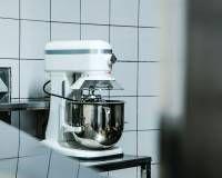 Související obrázek Kitchen Aid Mixer, Kitchen Appliances, Good Food, Restaurant, Diy Kitchen Appliances, Home Appliances, Diner Restaurant, Restaurants, Kitchen Gadgets