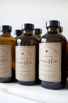 Homemade Vanilla + Free Printable Labels - brepurposed