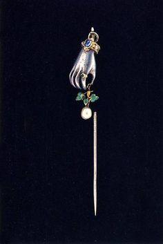 Tie-pin. Late 19th century. Gold, silver, sapphire, emerald, diamonds, pearls, enamel. Size 7.5 x 1 cm