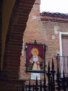 Rincones talaveranos. Virgen de la Cofradía de los Nazarenos, vista desde la iglesia de Santiago. Talavera de la Reina.