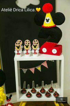 Tubete mickey Mouse e mini bandeirolas.  https://www.facebook.com/dricalilicabyadrianaandrade/