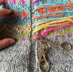 Traditional Icelandic steek on my Gamaldags lopi sweater - Icelandic Knitter - Hélène Magnússon