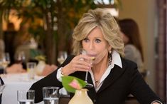 jane fonda hair cut from grace and frankie | Home » Sitcoms » Current Sitcoms »…