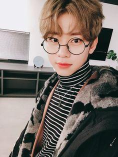Dongdong so cute Daejeon, Kim Donghyun, Im Youngmin, Abs Boys, Fandom, Blue Bunny, Produce 101 Season 2, Kdrama Actors, Shining Star