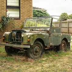This is absolutely oozing with character. By It's hard to decide whether to keep it as a garden centre piece or restore it. Land Rover Serie 1, Land Rover Defender, 4x4, Scrap Car, Off Road, Abandoned Cars, Station Wagon, Range Rover, Land Rovers