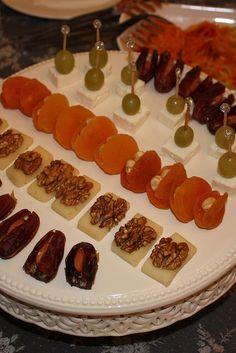 Menüler | Yemek Zevki | Page 3 Finger Food Appetizers, Appetizers For Party, Appetizer Recipes, Finger Foods, Good Food, Yummy Food, Master Chef, Food Platters, Food Decoration