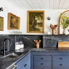 To Decorate With Dark Kitchen Cabinets It's time to consider dark kitchen cabinets.It's time to consider dark kitchen cabinets. All White Kitchen, Black Kitchens, New Kitchen, Home Kitchens, Kitchen Dining, Kitchen Decor, Kitchen Ideas, Stylish Kitchen, Smart Kitchen