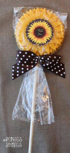 New wedding centerpieces sunflowers party favors 41 ideas Bridal Shower Favors, Party Favors, Favours, Paletas Chocolate, Chocolate Lollipops, Sunflower Party, Sunflower Weddings, Frozen Fever Party, Card Box Wedding