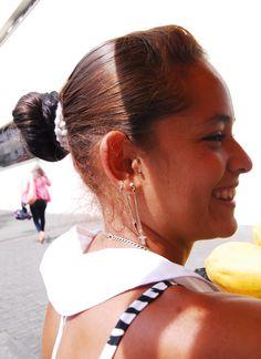 Sonrisas y amabilidad, con sal mango y limon..Victoria Pereira..