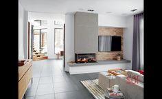La chambre principale donne sur un petit salon où le couple peut regarder le téléviseur avant d'aller au lit. AstuceUne porte coulissante permet de refermer l'espace réservé au couple.