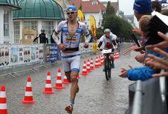 Michael Raelert startet mit 2 Minuten Vorsprung auf der Laufstrecke.