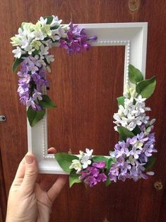 Crochet ideas that you'll love Flower Picture Frames, Picture Frame Crafts, Flower Frame, Flower Pictures, Clay Art Projects, Diy Craft Projects, Diy And Crafts, Clay Flowers, Paper Flowers