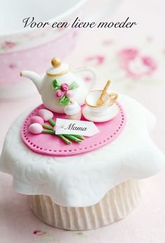 Cupcake idea  @ fhttp://www.dotcomwomen.com/holidays/18-great-gift-ideas-for-mothers-day/17601/