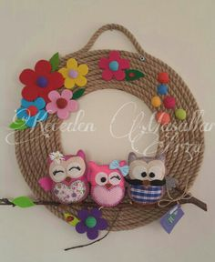 Jute Cord Wreath w/Felt Owls & Flowers Felt Garland, Felt Ornaments, Crafts To Make And Sell, Diy And Crafts, Moon Crafts, Felt Crafts Patterns, Jute Crafts, Bottle Cap Crafts, Felt Baby