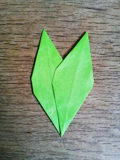 ダリアの折り方(ひかりとり紙/トランスパレントスター/折り紙/花) | うっとりがみ/おりがみサンキャッチャーを作ろう! Origami, Crafts, Stars, Manualidades, Origami Paper, Handmade Crafts, Craft, Arts And Crafts, Artesanato