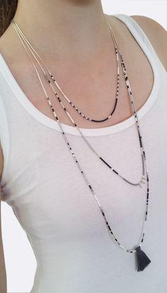 Sautoir métal argent multi-rangs avec perles Miyuki et pompon gris. : Collier par coupsdecoeurdelo