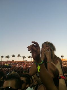 This feeling... I felt it when I saw deadmau5 for the first time lol.. I GET THE FEELING WHENEVER I SEE HIM LOL