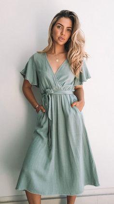 Look Fashion, Fashion Outfits, Feminine Fashion, Women's Feminine Style, Feminine Dress, 00s Fashion, Fashion Styles, Fashion Trends, Everyday Dresses