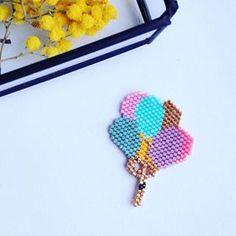 Petite envolée de ballons pour fêter les vacances  !!! #rosemoustache #motifrosemoustache #perles #perlesaddict #miyuki #brickstitch #broche #jesuisunesquaw #jenfiledesperlesetjassume #mondiyamoi #tissage #tissageperles