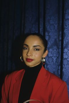 Sade's Style   - A Look at Sade's Effortlessly Cool Style
