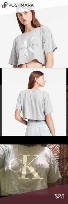 Calvin Klein Crop top🌹 Grey Calvin Klein logo Crop top ! Should be worn over sized 🌹 Calvin Klein Tops Crop Tops