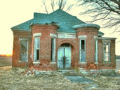 Abandoned Indiana school While going down 26 in Howard. I spotted this across the open field. I thought it was going to be another plain one room school house, but I did not expect it to have personality! I thought it was cute, even in its curre Old Abandoned Buildings, Abandoned Property, Old Buildings, Abandoned Places, Abandoned Castles, Old Mansions, Abandoned Mansions, Most Haunted, Haunted Places