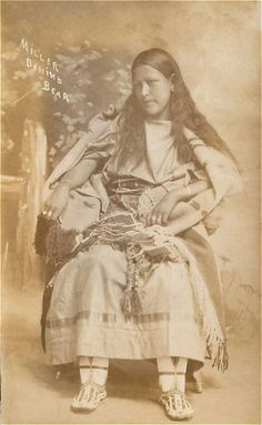 Teenage girl in 1920 Post Mortem Pictures, Post Mortem Photography, Historical Dress, Antique Photos, Native Americans, Teenagers, Disney Characters, Fictional Characters, The Past