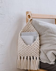 Macrame Wall Hanging Diy, Macrame Art, Macrame Projects, Macrame Knots, Crochet Projects, Macrame Patterns, Crochet Patterns, Macrame Design, Diy And Crafts