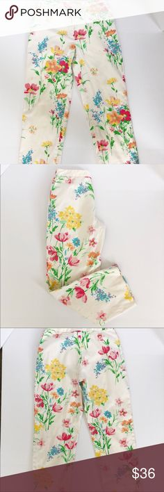 Brooks Brothers 346 Floral Cropped Pants Sz6 Cotton/Spandex blend for comfort and best fit 26 in inseam Waistband laid flat: 14.5 in, 29 in around Gorgeous Watercolor floral pattern A few small spots that are not very noticeable as they blend in with floral pattern Smoke/Pet Free Freshly washed I ship the next business day 99% of the time 101B Brooks Brothers Pants Ankle & Cropped