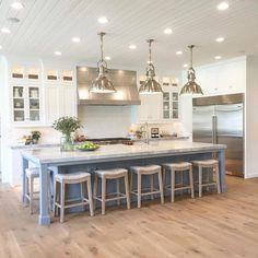 Kitchen Island Decor, Modern Kitchen Island, Kitchen Island With Seating, Kitchen Island Lighting, Kitchen Corner, New Kitchen, Kitchen Cabinets, Square Kitchen, Kitchen Islands