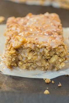 Healthy Sticky Cinnamon Roll Baked Oatmeal- Easy, delicious and a hit with everyone, this is the perfect breakfast or healthy snack which can be prepped in advance! You'd never believe it's so healthy! {vegan, gluten-free, dairy-free + high protein option!}- thebigmansworld.com