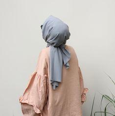 S A Y E H I J A B •Silk Series •Grey Scarf •Renk gri •En 75cm | Boy 2m •Crystal Medine İpeği •Kolay şekil alır •Tok ve dik durur…